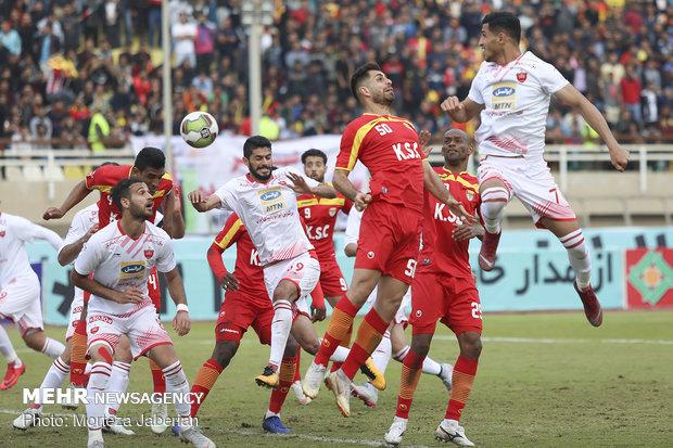 دیدار تیمهای فوتبال فولاد خوزستان و پرسپولیس تهران - 93