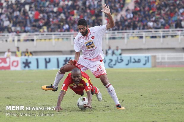دیدار تیمهای فوتبال فولاد خوزستان و پرسپولیس تهران - 87