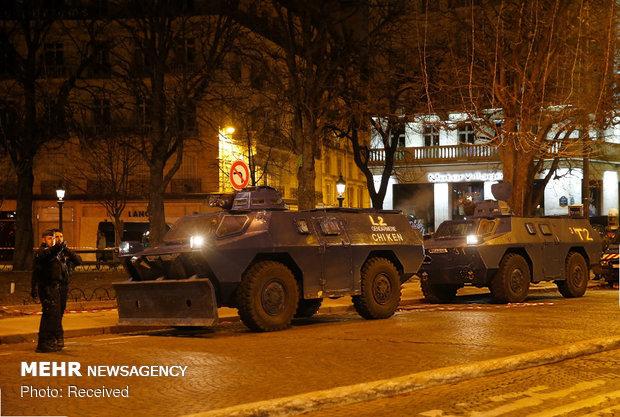 حکومت نظامی در پاریس - 10