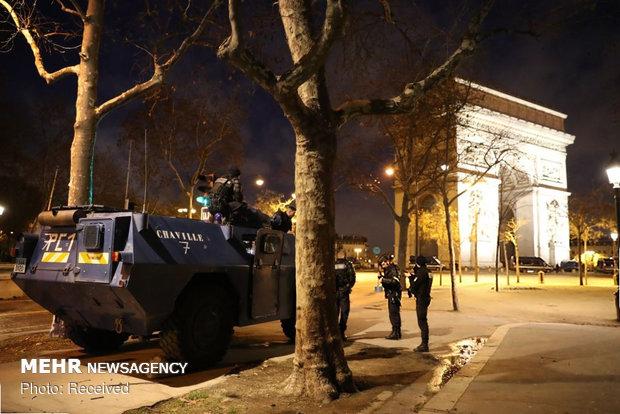 حکومت نظامی در پاریس - 22