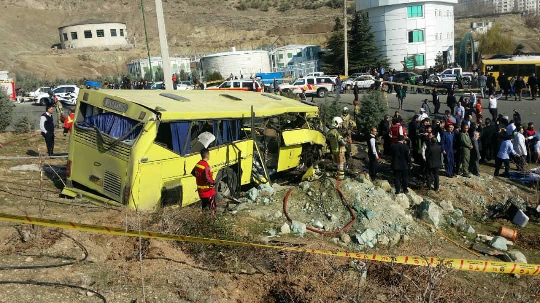 جزئیات جدید از حادثه مرگبار واژگونی اتوبوس حامل دانشجویان /احتمال اینکه افرادی زیر اتوبوس گرفتار باشند وجود دارد + فیلم - 1