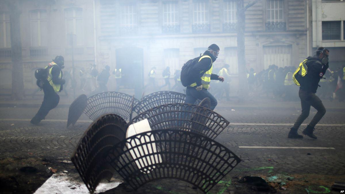 تظاهرات جلیقه زردها به دیگر کشورهای اروپایی کشیده شد/۱۳۸۵ نفر بازداشت و ۱۳۵ نفر مجروح شدند+تصاویر - 15