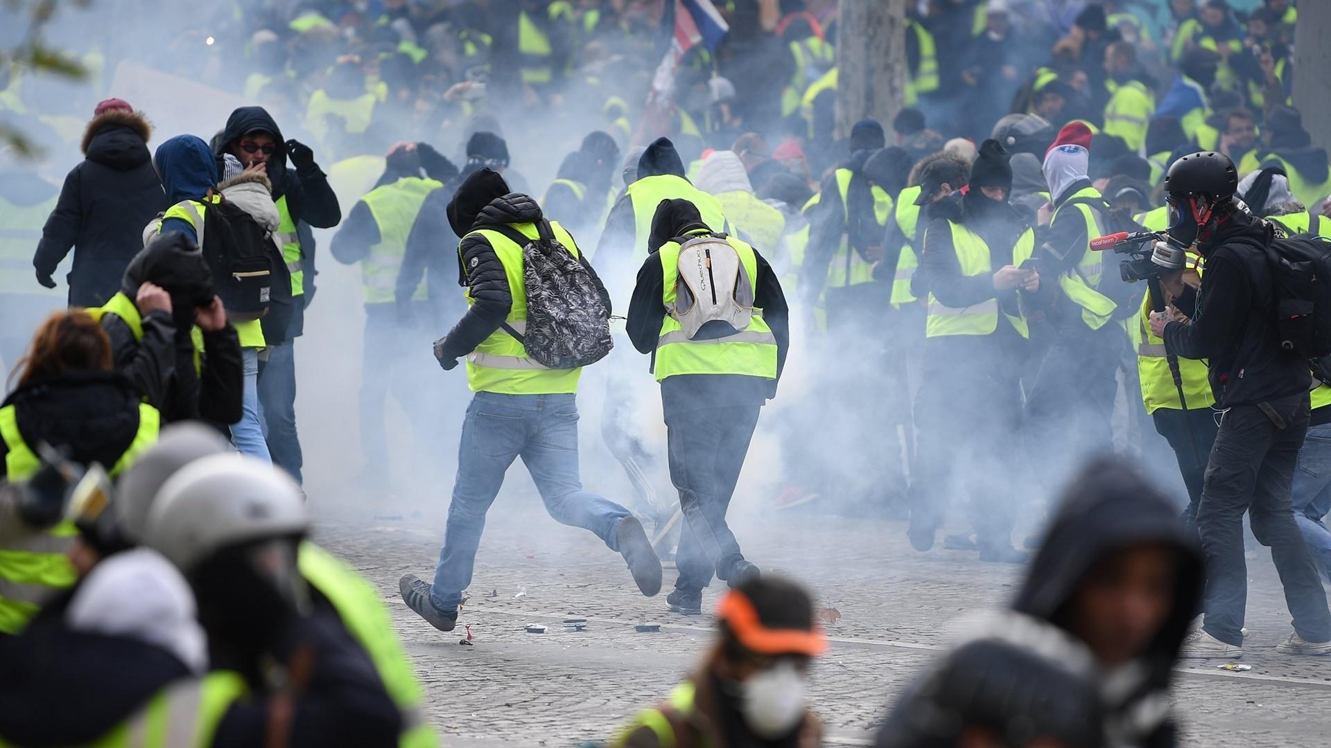 تظاهرات جلیقه زردها به دیگر کشورهای اروپایی کشیده شد/۱۳۸۵ نفر بازداشت و ۱۳۵ نفر مجروح شدند+تصاویر - 14