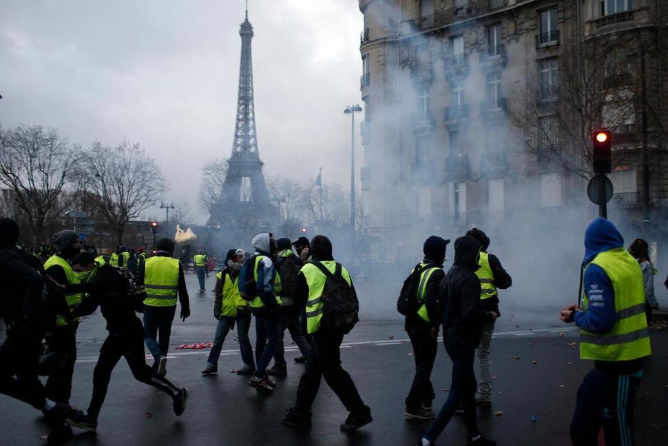 تظاهرات جلیقه زردها به دیگر کشورهای اروپایی کشیده شد/۱۳۸۵ نفر بازداشت و ۱۳۵ نفر مجروح شدند+تصاویر - 9