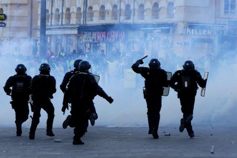 تظاهرات جلیقه زردها به دیگر کشورهای اروپایی کشیده شد/۱۳۸۵ نفر بازداشت و ۱۳۵ نفر مجروح شدند+تصاویر - 5