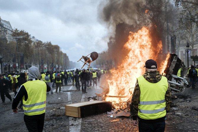تظاهرات جلیقه زردها به دیگر کشورهای اروپایی کشیده شد/۱۳۸۵ نفر بازداشت و ۱۳۵ نفر مجروح شدند+تصاویر - 2