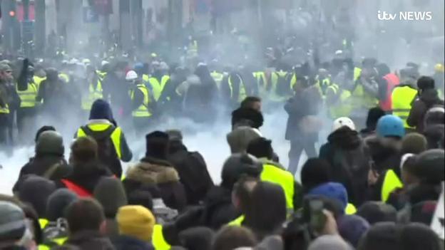 تظاهرات جلیقه زردها به دیگر کشورهای اروپایی کشیده شد/۱۳۸۵ نفر بازداشت و ۱۳۵ نفر مجروح شدند+تصاویر - 12