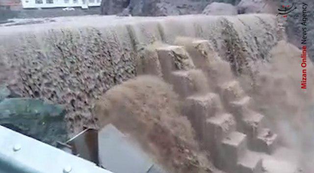 سر ریز شدن آب از «بند امیرشاه» - 4
