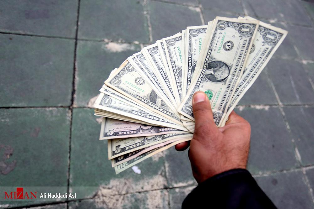 دلار به کانال ۱۰ هزار تومان برگشت - 1