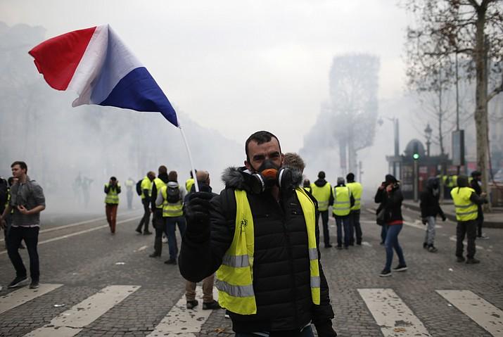 تظاهرات جلیقه زردها به دیگر کشورهای اروپایی کشیده شد/۱۳۸۵ نفر بازداشت و ۱۳۵ نفر مجروح شدند+تصاویر - 8