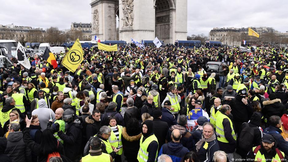 تظاهرات معترضان فرانسوی به نظام سرمایه داری وارد چهارمین ماه خود شد؛ مکرون اتاق بحران تشکیل داد - 8