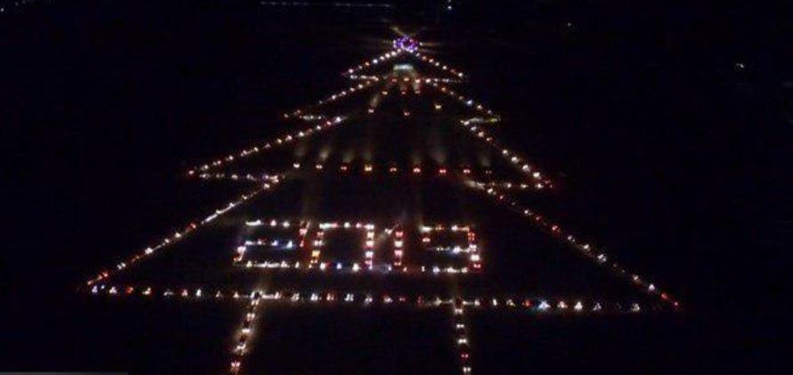 ساخت درخت کریسمس با ۴۰۰ خودرو +عکس - 2