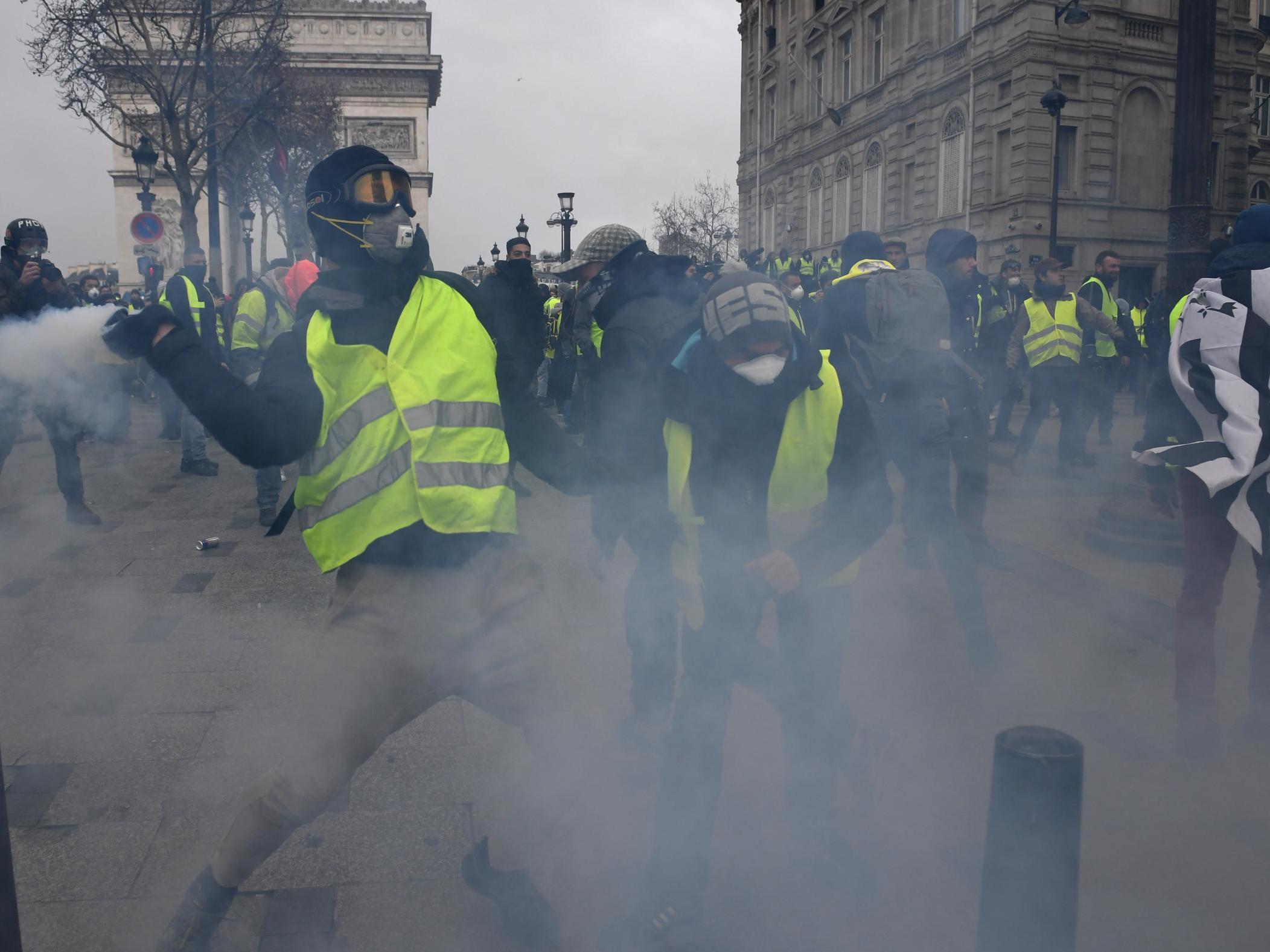 تظاهرات جلیقه زردها به دیگر کشورهای اروپایی کشیده شد/۱۳۸۵ نفر بازداشت و ۱۳۵ نفر مجروح شدند+تصاویر - 6