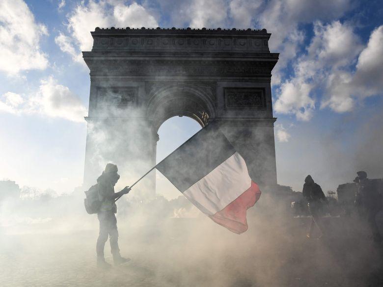 تظاهرات معترضان فرانسوی به نظام سرمایه داری وارد چهارمین ماه خود شد؛ مکرون اتاق بحران تشکیل داد - 11