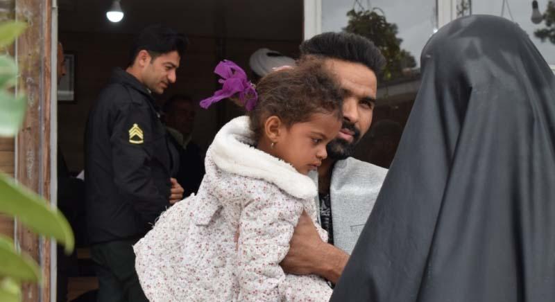خبر خوب در میان سیل ویران کننده شیراز / دختر بچه سیل زده به آغوش پدر بازگشت+ تصاویر - 4