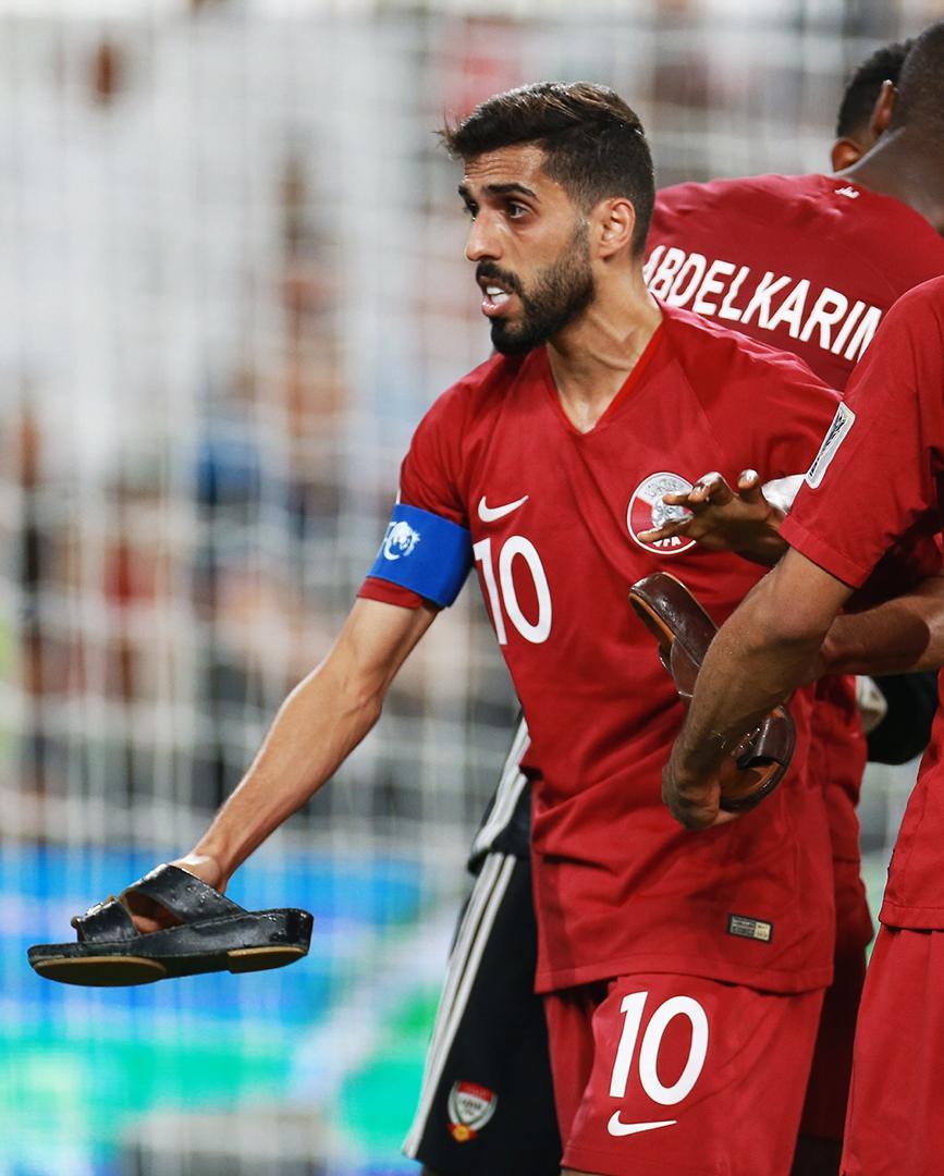 عکسها و گزارش اختصاصی تابناک ازحملهعربها با دمپایی، بطری و تسبیح به تیم هایامارات و قطر - 15