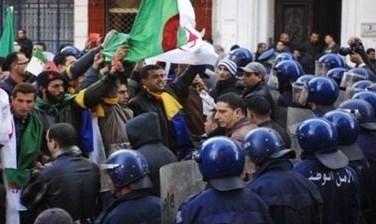 تعطیلی دانشگاههای الجزایر توسط دولت و تظاهرات دانشجویان معترض - 12