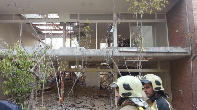 گرفتار شدن ۲ کارگر بر اثر ریزش آوار در میدان هفتتیر + تصاویر - 9