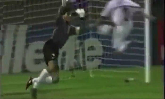 ۱۰ واکنش حیرت انگیز دروازه بانهای فوتبال ایران - 6