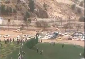 سیل سهمگین شیراز، دهها خودرو را با خود برد/ تصویری هوایی از محل اصابت موشک به تلآویو/ لحظه نجات مادر و فرزند در میان سیل در شیراز + فیلم - 2